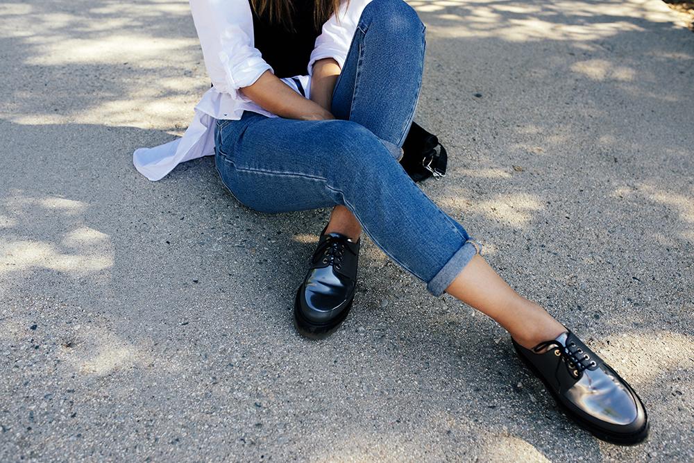 Neon Blush, PacSun mom jeans, high waist denim, Balenciaga bag, Zara button up blouse, Steiger creepers